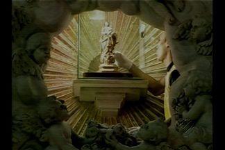 Imagem original de Nossa Senhora de Nazaré desce do Glória - Imagem da santa desceu até o altar da Basília durante missa nesta terça-feira, 28.
