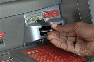 Clientes reclamam da falta de manutenção em serviços de autoatendimentos bancários - Eles deveriam facilitar a vida dos clientes de bancos. Mas em São Luís, muitos caixas eletrônicos estão constantemente fora do ar. Um problema que irrita quem paga tantas taxas para ter um serviço de qualidade.