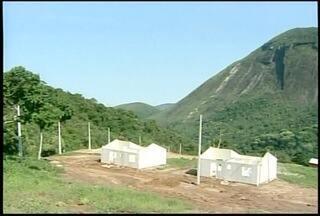 Moradores de Petrópolis e Teresópolis, RJ, aguardam construção de casas populares - Apenas alguns moradores de Nova Friburgo foram contemplados com as casas populares.
