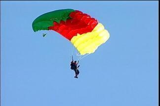 Melhores paraquedistas da América Latina estão em Passo Fundo - Eles participam do Campeonato Internacional de Paraquedismo neste feriado prolongado
