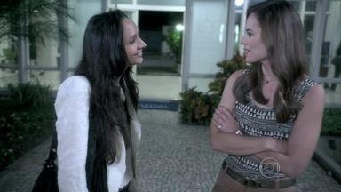 Paloma diz para Alejandra que não quer encontrar Ninho - Valentin comenta que Alejandra deve estar feliz com a negativa da moça, mas se preocupa com negócio