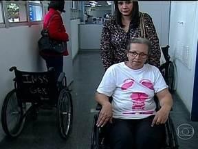 Mulher tenta se aposentar há 11 anos, e tem benefício negado novamente - Em reportagem sobre farra das aposentadorias por invalidez, um novo caso: um ex-deputado ganha o benefício e é presidente da Câmara do Recife.