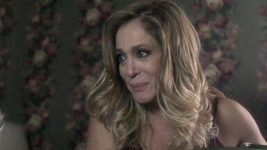 Pilar garante que superou o que César lhe fez - Ela e Amadeu convencem Bernarda a sair de sua casa