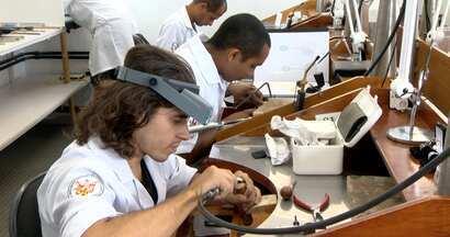 Em Movimento: Gemologia - Conheça o mercado de jóias.