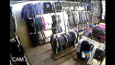 Polícia investiga a ação de uma quadrilha em Taubaté (SP) - Nesta semana, uma mulher e dois homens foram flagrados pelas câmeras de segurança furtando uma loja no novo shopping da cidade.