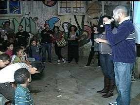 Rapper Emicida grava clipe em ocupação no Centro da capital - Crisântemo é o nome do novo trabalho. O clipe conta um pouco da história desse artista da periferia paulistana. Muitos moradores participaram da gravação.
