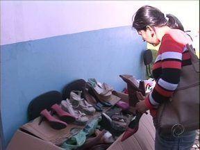 Bazar beneficente oferece produtos com preços baixos em Umuarama - Bazar é apenas hoje. Entidade beneficiada atende usuários de drogas.