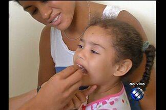 Começa a campanha nacional de vacinação contra a paralisia infantil. - Começa a campanha nacional de vacinação contra a paralisia infantil