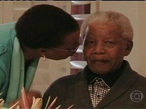 Nelson Mandela está internado em estado grave - Os médicos afirmam que o ex-presidente da África do Sul, de 94 anos, afirmam que houve um agravamento de uma infecção pulmonar. Cinco pessoas morreram após ataque de atirador na Califórnia. Incêndio criminoso em ônibus mata 47 pessoas na China.