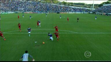 Cruzeiro empata em 2 a 2 com o Inter e mantém liderança do Brasileirão - O jogo foi realizado na Arena do Jacaré, em Sete Lagoas, na região Central de Minas Gerais.