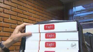 Polícia apreende cigarro contrabandeado em Ribeirão Preto, SP - Cerca de 2 mil pacotes de cigarros do Paraguai foram encontrados em uma casa do Jardim Irajá, na Zona Sul da cidade.