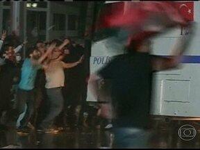 Manifestantes e policiais se enfrentam em Istambul e Ankara, na Turquia - Na Turquia, novas manifestações contra o governo terminaram em violência. Ativistas e policiais se enfrentaram em Istambul e Ankara. Há nove dias, os manifestantes pedem a renúncia do primeiro-ministro, Tayyip Erdogan.