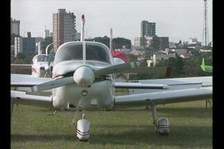 Sexto encontro aeronáutico em Cruz Alta - Pelo menos setenta e cinco aeronaves sobrevoaram a cidade durante todo o dia.
