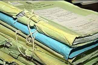 28 ex-vereadores de Itumbiara terão que devolver ao município mais de R$ 3 milhões - 28 ex-vereadores de Itumbiara, no sul do estado, terão que devolver ao município mais de R$ 3 milhões. Entre 1997 e 2004, eles receberaram auxílio transporte indevidamente.