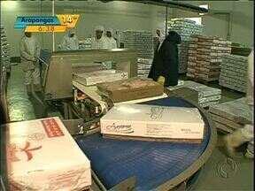 Mercado de carne de frango dá sinais de recuperação - Já o de carne de boi tem problemas com a suspensão das exportações