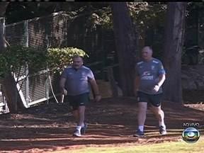 Seleção brasileira faz treino na tarde desta quinta-feira (13) - Pela manhã, Felipão e seu assistente caminharam nas proximidades do hotel, em Brasília. Nesta sexta-feira, a atividade do time será no estádio Mané Garrincha.