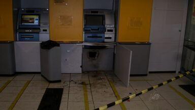 Polícia procura bando que roubou banco em Jaguaribe - Segundo a polícia, três homens estão foragidos.