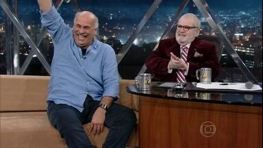 Jô Soares entrevista o repórter Marcio Canuto - O jornalista conta histórias engraçadas dos bastidores das reportagens