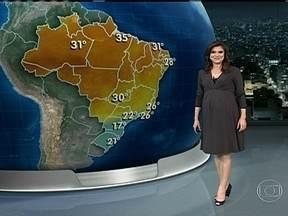 Previsão indica tempo firme no domingo (16) - No Rio de Janeiro, o céu ficará parcialmente nublado. Em Recife, a probabilidade de chuva é de 7%. No Centro-Sul, as pancadas de chuva deverão ser fortes.