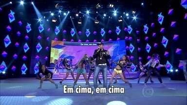 Só sucesso! Naldo Benny canta 'Amor de chocolate' - Cantor agita o Domingão com seu hit