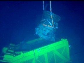 Robô resgata peças de nave que viajou para Lua há mais de 40 anos - O robô mergulhou a 4,2 mil metros no Oceano Pacífico. A missão é resgatar dois motores de um foguete que participou do início da exploração da lua.