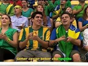 Marcelo Adnet brinca com adaptação do brasileiro aos novos estádios - O comediante fez uma cena citando detalhes antes comuns nos estádios brasileiros e que, para a Copa das Confederações e Copa do Mundo, sofreram alterações.
