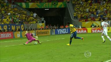 Atacante Jô comemora gol marcado pela Seleção Brasileira - Ele fez o teerceiro gol no jogo contra o Japão.