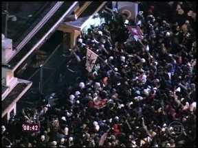 Em São Paulo, manifestantes foram até o Palácio Bandeirantes - Protesto mais violento aconteceu em frente à sede do governo de São Paulo