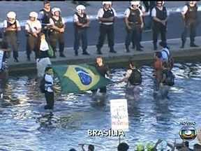 Manifestantes ocupam espelho d'água em Brasília - Veja informações da chegada de manifestantes para novos protestos pelo país nesta quinta-feira (20).
