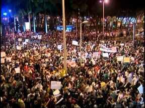 Milhares de pessoas participam da segunda manifestação da semana em Juiz de Fora, MG - Entre as reivindicações, estão a melhoria do transporte público da cidade.