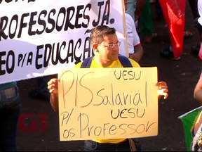 Protesto pacífico reúne milhares de pessoas em Uberlândia e Araguari - Polícia Militar não registrou ocorrências, apenas atos de vandalismo como pichações e vidro quebrado na Prefeitura.