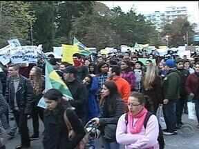 Manifestações ocorreram em pelo menos 12 cidades do interior do estado - Em Santa Rosa, RS, o comércio fechou mais cedo e a coleta de lixo também foi antecipada para evitar transtornos.