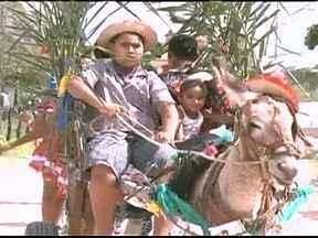 Falta de milho dificulta preparação de quitutes para festa junina em Alagoas - Agricultores de uma comunidade quilombola de Alagoas estão sem milho para preparar os quitutes para festa junina. A diversão e as danças estão garantidas.