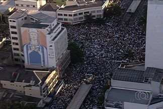PM estima 20 mil pessoas no Centro de Goiânia para protestar por cidadania - Manifestantes começaram a se reunir na Praça do Bandeirante às 15h. Em seguida, caminharam pelas ruas do Setor Central.