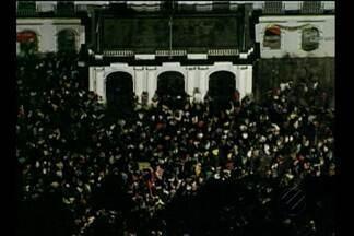 Mais de 15 mil pessoas saíram as ruas de Belém nesta quinta - Mas o protesto, que seguiu de forma tranquila, acabou em confusão provocada por um pequeno grupo.