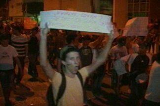 Protestos também aconteceram na cidade de Sousa, no alto sertão da Paraíba - Movimentação começou à tarde e só terminou durante a noite.