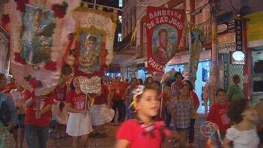 Hoje tem desfile das bandeiras dos santos juninos no Recife - Saída será às 17h, da Igreja da Boa Vista, na rua da Imperatriz, no centro.