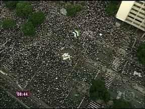 Veja como foi o protesto no Centro do Rio de Janeiro na noite de ontem - Números oficiais dizem que 300 mil foram às ruas, mas nas redes sociais fala-se em 1 milhão de pessoas