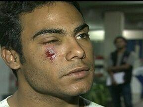 Mais de 130 pessoas ficam feridas após manifestações - A maioria dos atendimentos foi por reação ao gás lacrimogêneo e ao gás de pimenta. Um dos manifestantes, ferido no rosto, admitiu que a ação dos policiais veio depois da tentativa de invasão.