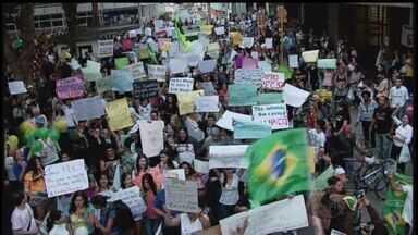 Prefeito reduz tarifa de ônibus com manifestação em Itajubá - Prefeito reduz tarifa de ônibus com manifestação em Itajubá
