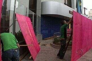 Pequena parte dos protestantes realizam atos de vandalismo - Alguns pontos de Campo Grande ficam com marcas do vandalismo