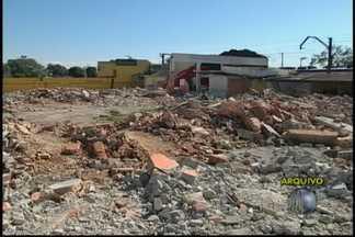 Imóveis desapropriados serão demolidos em Suzano - Os imóveis desapropriados para o projeto de revitalização da estação da Companhia Paulista de Trens Metropolitanos (CPTM) são demolidos em Suzano.