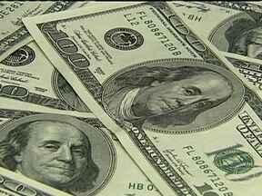 Banco Central vende US$ 14 bilhões no mercado e não impede valorização do dólar na semana - Depois de cinco dias seguidos subindo, o dólar deu uma trégua. A moeda americana fechou a cotação desta sexta (21) em R$ 2,244.