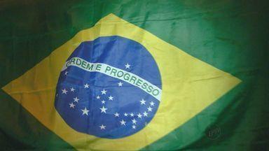 Manifestação em São José do Rio Pardo leva 1,5 mil pessoas às ruas - Manifestação em São José do Rio Pardo leva 1,5 mil pessoas às ruas.