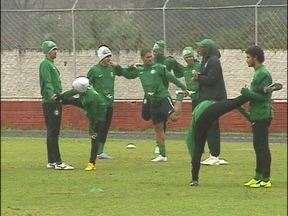 Equipe do Coritiba volta a Foz para treinar - Os jogadores vieram em busca de calor, mas encontraram frio