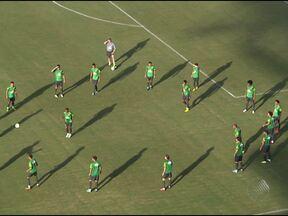 Seleção Brasileira faz último treino fechado antes da partida contra Itália - Os torcedores reclamaram por terem sido barrados no Estádio Pituaçu.