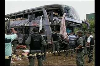 Acidente grave com ônibus deixa mortos e feridos na BR-222, no CE - Acidente ocorreu na madrugada deste sábado (22).