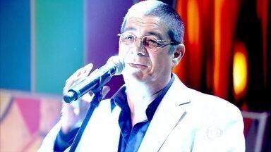 Zeca Pagodinho canta sucesso 'Deixa a vida me levar' no Caldeirão - Humorista Paulo Gustavo e o cantor Gabriel Valim são os outros convidados do programa