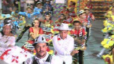 Concurso de quadrilhas anima a primeira noite do Forró e Folia, no Jaraguá - Os temas escolhidos pelos grupos que se apresentaram ressaltaram as tradições e a história do Nordeste, e contagiaram o público.