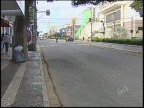 Greve do transporte será mantida neste domingo em Bauru - Para o desespero do trabalhador, o sábado (22) foi de greve no transporte coletivo em Bauru (SP). E neste domingo (23) a paralisação vai continuar. Essa é a promessa do sindicato dos motoristas de ônibus.